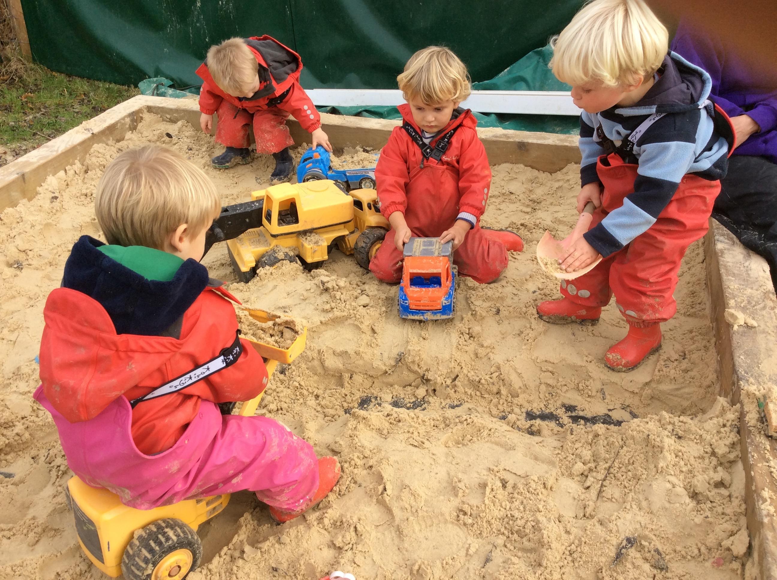 learning benefits of sand play natural nurture. Black Bedroom Furniture Sets. Home Design Ideas